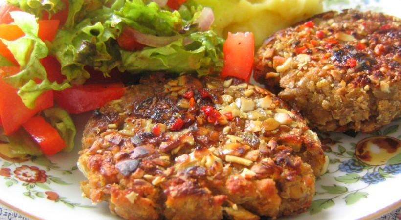 Vegan_patties_with_potatoes_and_salad